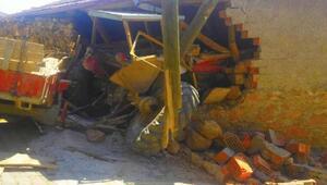 Çorumda traktör eve girdi: 5 yaralı
