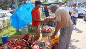 Mezarlık ziyareti çiçek satışını arttırdı