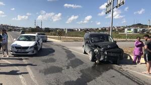 Otomobil ile hafif ticari araç çarpıştı: 3ü çocuk, 6 yaralı