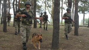 Bulgar sınırında askerlerin bayram kutlaması