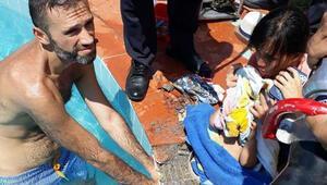 Fethiyede yüzme havuzunda şoke eden kaza