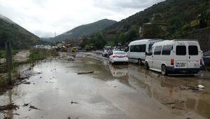 Trabzon'da sel ve heyelan; karayolu ulaşıma kapandı/Ek fotoğraf