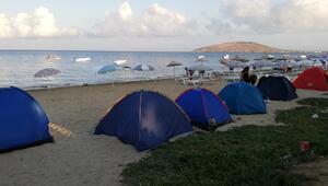 Nüfusu 200 bine çıktı Yer bulamayınca çadır kurdular