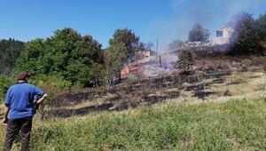 Ahşap ev, sahibi bayram ziyaretindeyken yandı