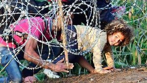Macaristan'a 'sığınmacıları aç bırakma taktiği' suçlaması