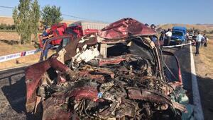 TIRla çarpışan otomobildeki 5 kişi öldü