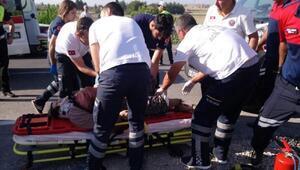 Otomobil mezarlığın duvarına çarptı: 1 ölü, 4 yaralı