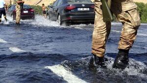 Su borusu patladı, ana cadde göle döndü