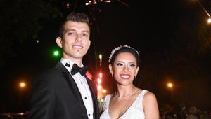 Çinli geline zeybekli, Roman havalı Türk düğünü