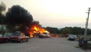 Bigadiç sanayi sitesindeki yangında 9u hurda 11 araç yandı