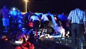Uşakta otomobiller çarpıştı: 2 ölü, 6 yaralı