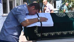 Kazada ölen anne ve babasını gözyaşlarıyla uğurladı