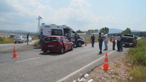 Kamyonet ile otomobil çarpıştı: 2si çocuk 5 yaralı