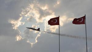 Türk Yıldızlarından nefes kesen gösteri
