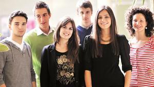 Üniversitelilere Kıbrıs'ta yakın takip