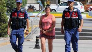 Turist çiftin çantasını çalan Alman kadın, otel bilekliğinden yakalandı