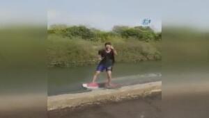Sulama kanalında sörf yapan Adanalı