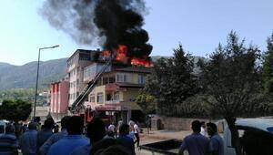 Reşadiyede, çatı katında çıkan yangın korkuttu