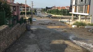 Sakaryada su borusu patladı, sokaklar sular altında kaldı