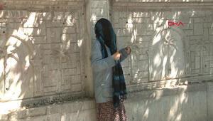 30 Ağustos Zafer Bayramında yüzü şalla kapalı kadın telaşı