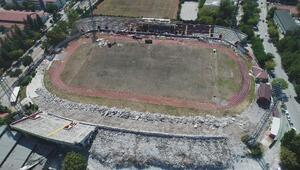 Millet Bahçesinin yapılacağı stadyumunun yıkım çalışmaları sürdürülüyor