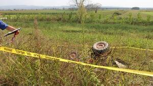 Tarlaya devrilen traktörün sürücüsü öldü