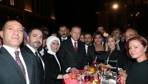 Cumhurbaşkanı Erdoğan, resepsiyonda Demirören Medya Grubu temsilcileriyle bir araya geldi
