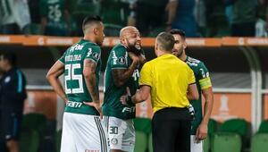 Felipe Melo 5 dakikada atıldı