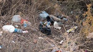 Marmariste araçlardan atılanlar çöplerde bebek bezi ilk üçte