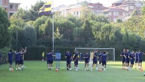 Fenerbahçede yeni transfer antrenmana çıktı
