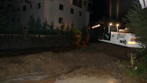 Trabzonda sel ve heyelan; yollar kapandı, mahsur kalanlar kurtarıldı (2)