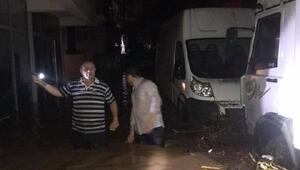 Sel suları çekildi, Of balçıkla kaplandı