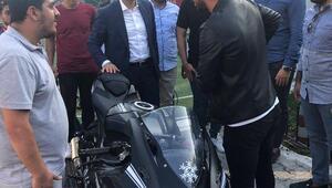 Sofuoğlunun motosikletini 10 kişi taşıdı
