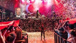 Konserde Atatürk portresi yapıldı