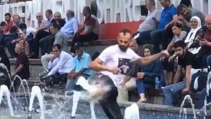 Süs havuzunda, fıskiyeden fışkıran suya karate yaptı