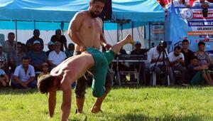 Güreş Yıldızlar Karakucak Türkiye şampiyonası Turhalda yapıldı