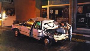 Freni boşalan beton mikseri, otomobili 200 metre sürükledi: 1 yaralı
