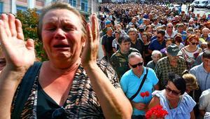Zaharçenko'nun cenazesine 200 bin kişi katıldı