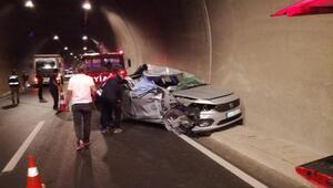 Otomobil, TIRa çarptı: 1 ölü, 2 yaralı