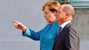 AfD'yi izlemeye Merkel karşı çıktı