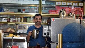25 yıldır çay ocağı işletiyor ama çay içmiyor
