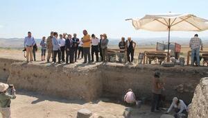 Prof. Dr. Dönmez: Pers kentinin altında çok büyük bir Hitit kenti var