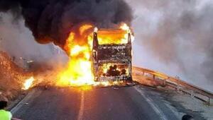 Yolcu otobüsü hareket halinde alev alarak yandı