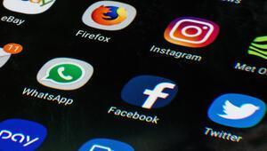 Facebook ve Twitter ABD Kongresini ikna edemedi