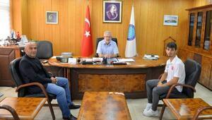 Dünya Üniversiteler Karete şampiyonu Eray Şamdan, Rektör Ulcayı ziyaret etti
