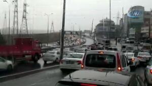 Dikkat… İstanbul'da aniden bastırdı, yolu su bastı