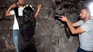 Tarihi surlarda çekilen korku filminin galası kıraathanede yapılacak