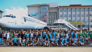 Öğrenciler uçak okulu gezdi