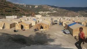 İdlibden kaçan 2 bin kişi, sınırdaki çadırlara yerleştirildi