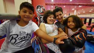 Engelli kızı için başladığı muay thaide şampiyonluk hedefliyor